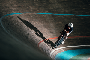 Zusammenspiel aus Aerodynamik und Leistung im Radsport und Triathlon